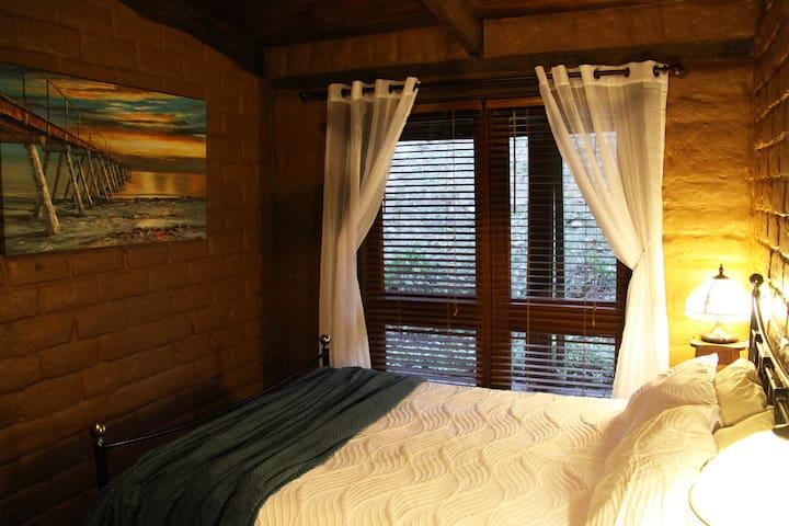 Bedroom 5. Queen bed