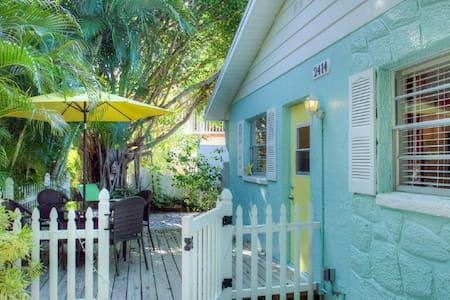Anna Maria Island Beach Villa(East) - Bradenton Beach