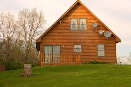Guest Cottage on 65-acre property - Callicoon