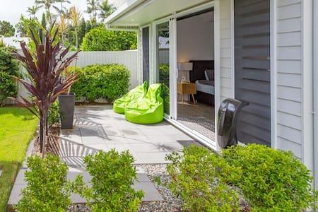Tropical Home-  4 bedrooms - 3 luxury bathrooms
