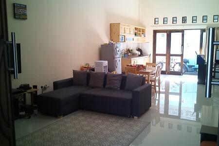 Jayanti 65 R - Jagakarsa - Casa