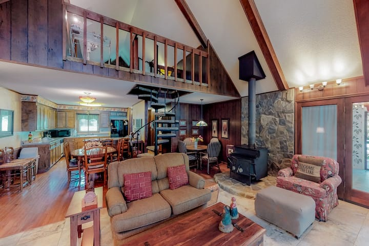 Dog-friendly lakefront home w/ wood stove and a dock!