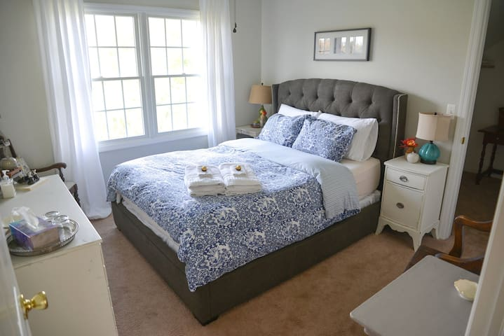 Bedroom with Queen Bed in Bright Family Home - K