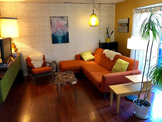 Swank Oasis for Two in a Cul-de-Sac