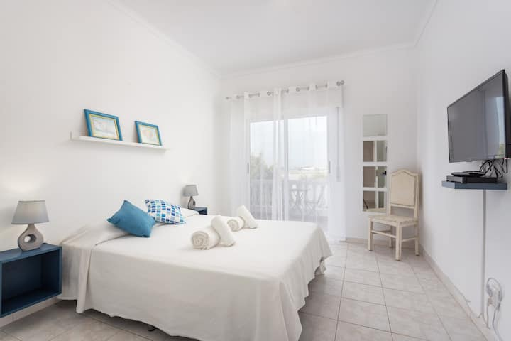 Leya Room! Exclusivity at Faro Airport & Beach