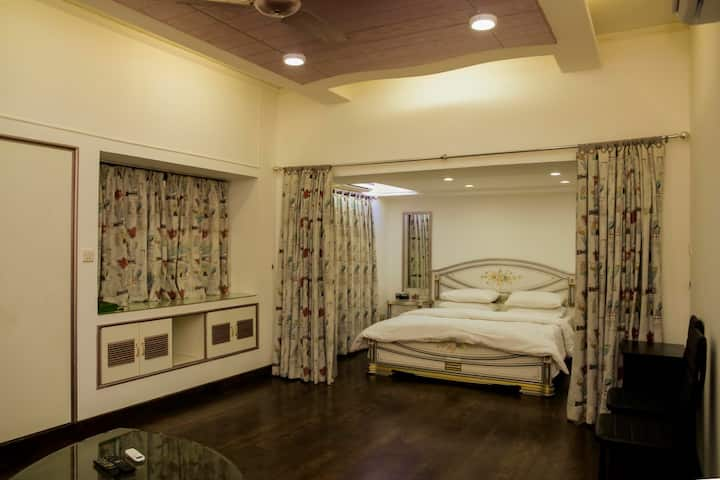 Luxirious suite with wooden floor in Gulshan Iqbal