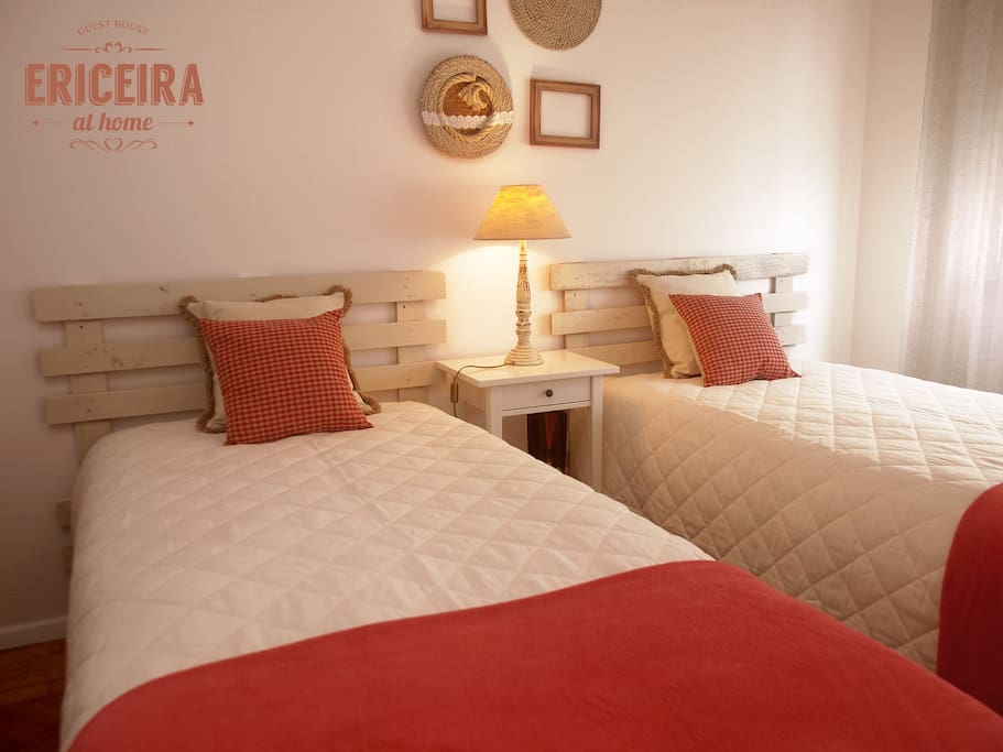 7: CORAL room . 2 single beds