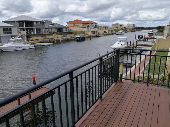 Mandurah holiday canal home with private jetty!