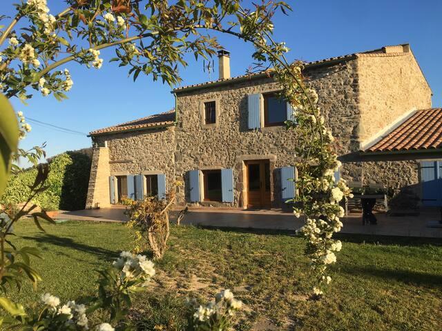 Le Réganil beautiful stone farmhouse in the vines.