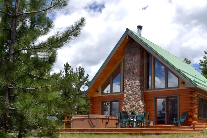 One Bedroom-Tranquil Log Cabin, Spectacular Views