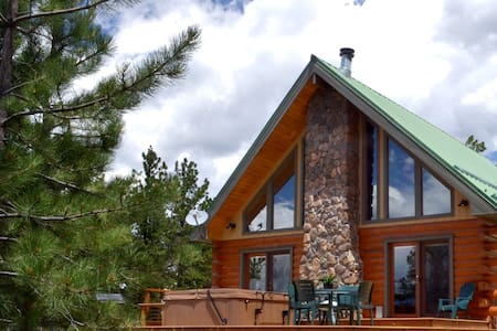 One Bedroom Tranquil Log Cabin, Spectacular Views