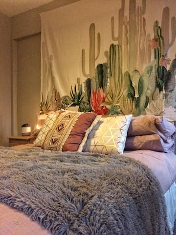 Fuchsia Loft