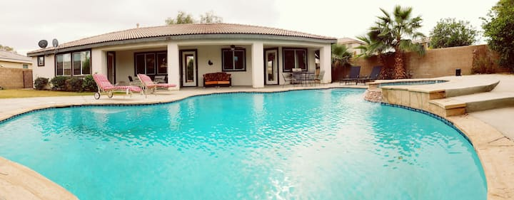 Splendid Vacation Home! Pool, Spa, 2 masters!