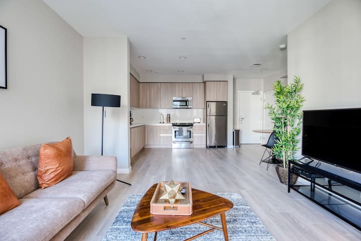 Charming 1BR in Glendale, Rooftop Pool + Parking