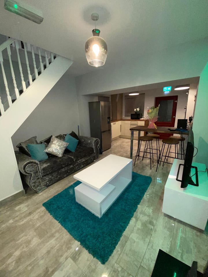 Modern newly built 3 bedroom house in city center