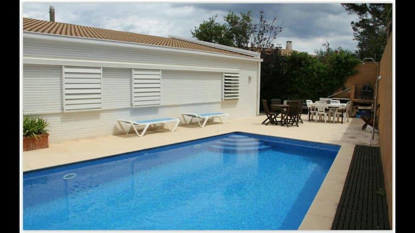 Preciosa casa con piscina privada houses for rent in el for Piscina la selva