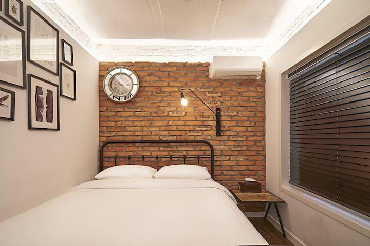 [7min Hongdae Stn] Brooklyn Style Double Room 104