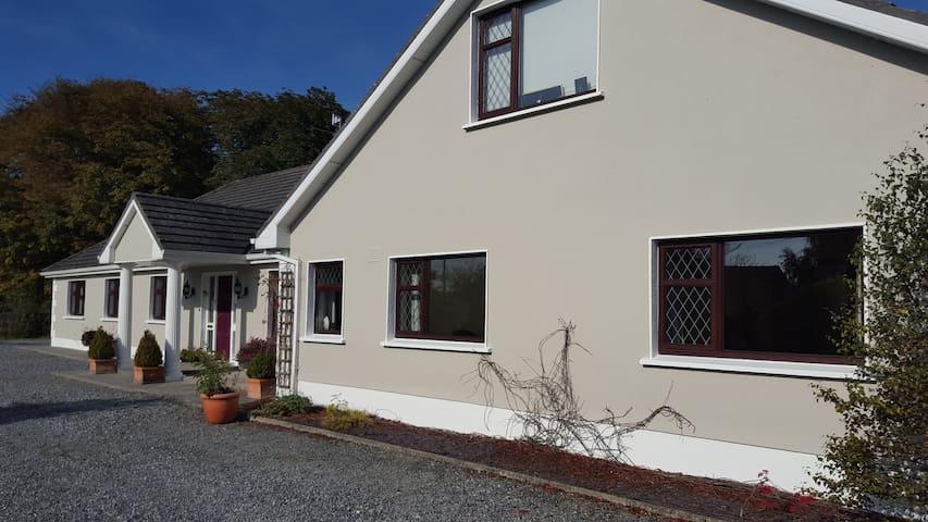Ely House B&B, Shannonbridge Village