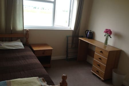 Delightful single room close to Prior Wood - Cambridge