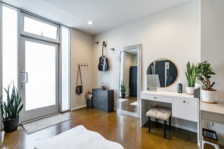 1 - 4 Month Rental in Little Italy!
