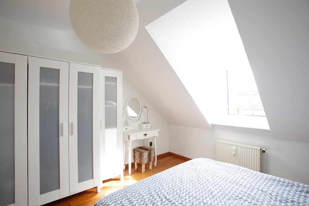 Schlafzimmer mit Bett 1/Sleeping Room with Bed No. 1