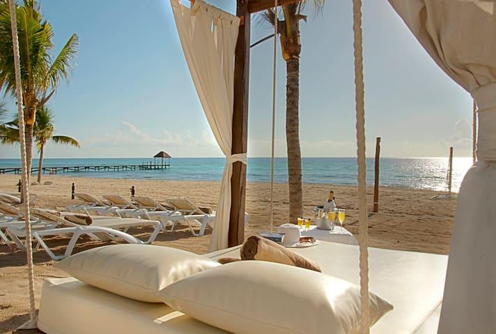 **New** 1/1 Luxurious condo Beachfront resort