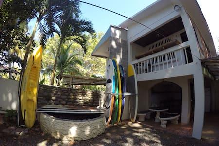 Casa de Playa - PIPE CABIN - Jacó