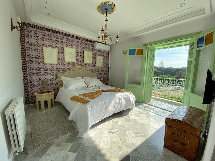 """Chambre double """"Saada"""" avec petit-déj et balcon!"""
