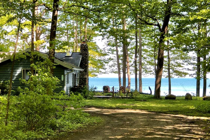 Lakefront Cottage Home on Beautiful Lake Erie!