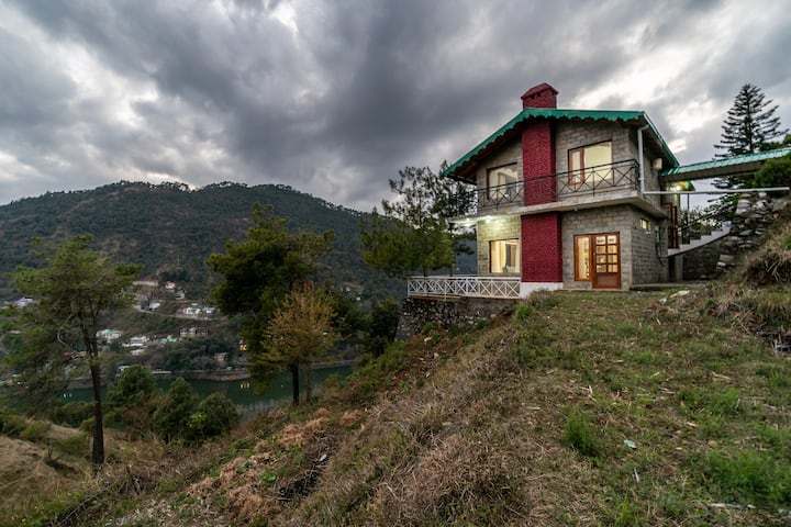 Waking Dream Cottage   3br on Bhimtal Hilltop