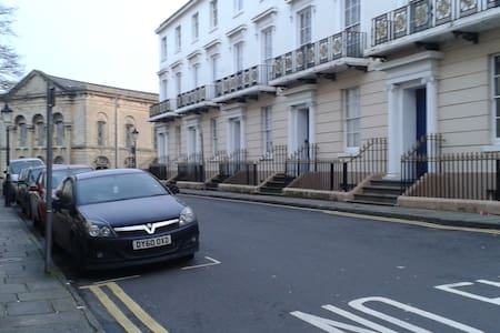 Quiet Georgian Townhouse nr Station and amenities - Newport - Maison de ville