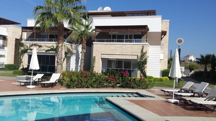 The Valley 2 Bed spacious apartment facing pool