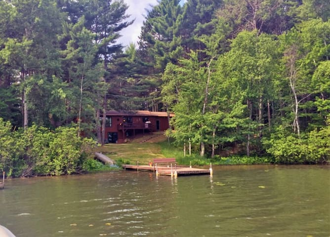 Perfect house/cabin for snowmobile weekend! - Woodruff - Rumah