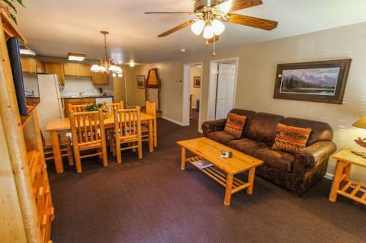 1BR Jackson Pines close to town square!