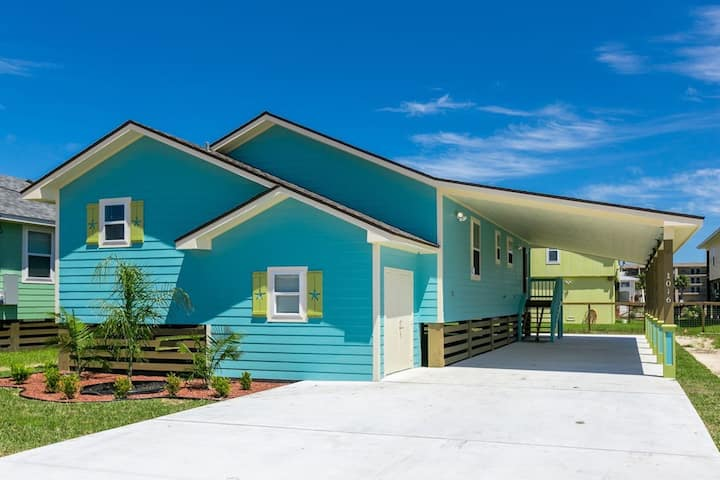 Beautiful home w/ screened in porch - close to beach/town!