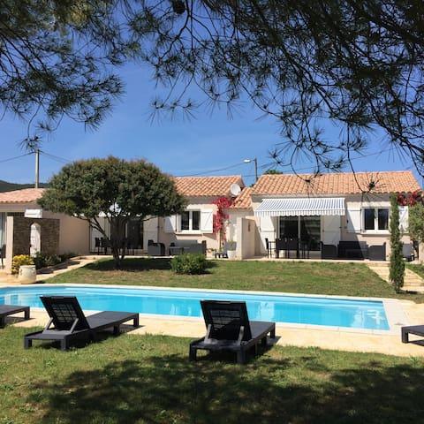 Villas SPARGOLATO avec grande piscine commune