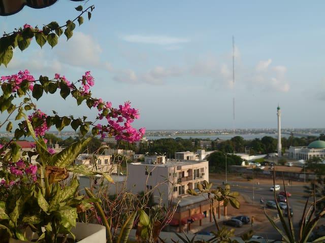 Vue sur lagune, espace et convivialité :o) - Abidjan - Apartment