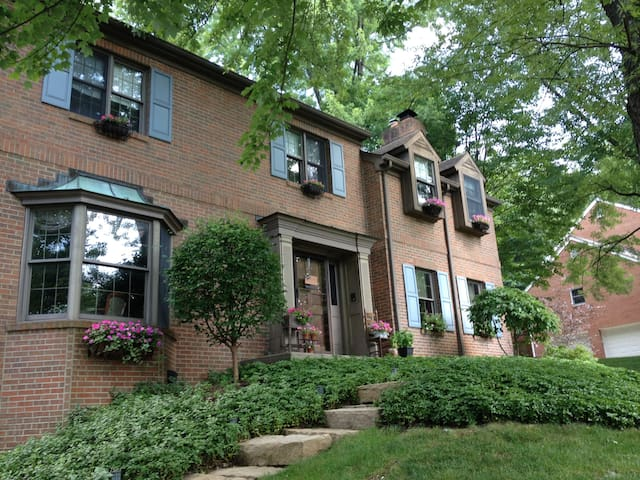 Beautiful Entire Home Pittsburgh North Hills - Hampton Township