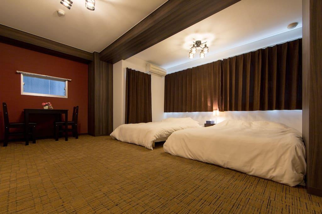 Lavish wide bedroom ①/奢华全寝室①/호화로운 넓은 침실 ①
