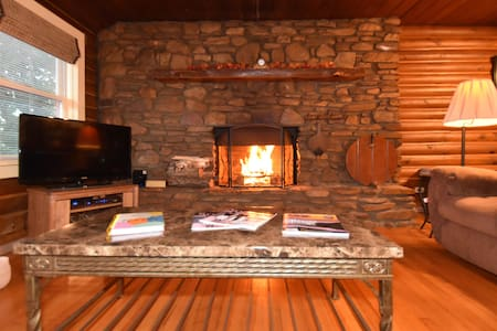 Log Cabin in Asheville, FirePlace, Hot Tub,Pool - Candler - Kabin