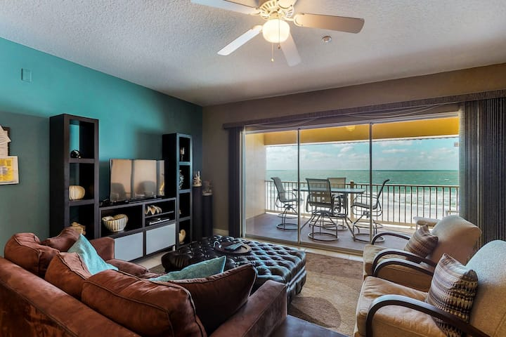 Top-floor condo w/breathtaking Gulf view and nearby beach