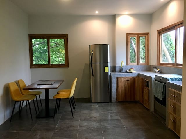 A modern & homely APT | fully equipped kitchen