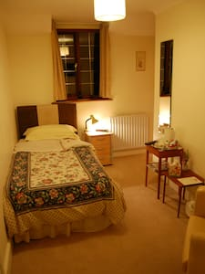 No1 The Laurels B&B---Single room - Henfield