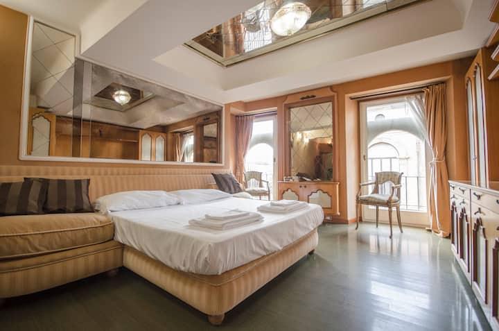 Chic House - apartment close to Piazza Maggiore