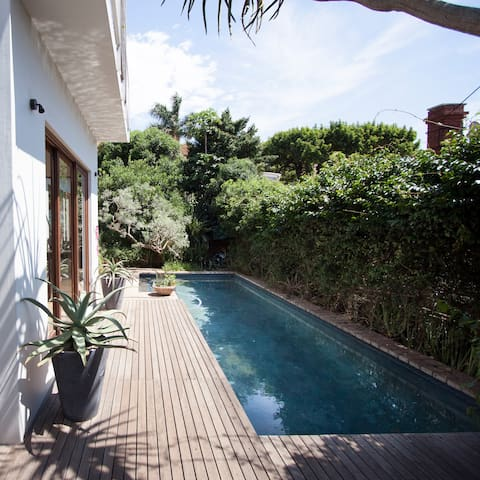 Pretty room with view, family home - Durban  - Hus