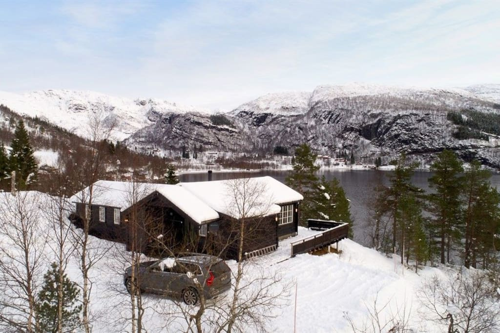 The cottage is located on a small hill overlooking Eikedalsvatnet. This is how it looks in the wintertime.