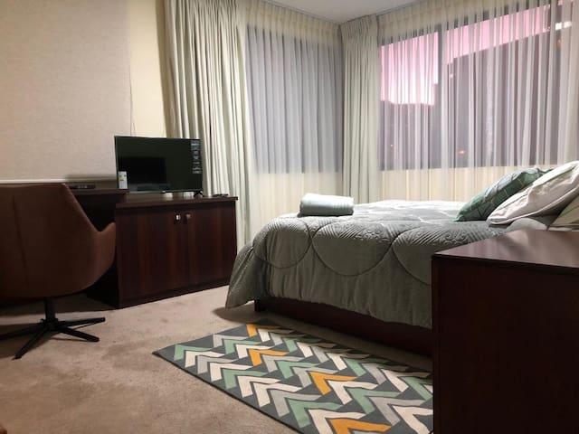 Habitación verde principal en suite