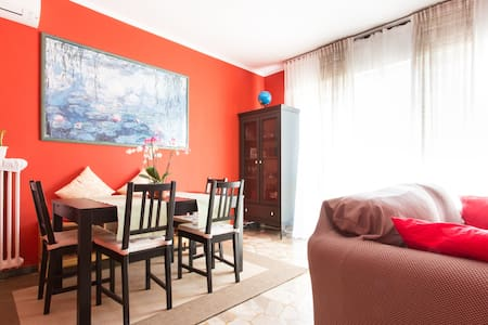 Cozy Room in a Strategic Location - Apartment