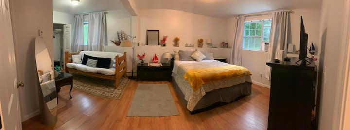 Spacious bedroom for rent in Waterford, CT.