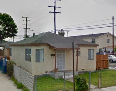 Spare bedroom in the heart of the South Bay - Lawndale